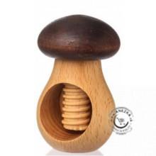 Drevený luskáčik na orechy - hubka